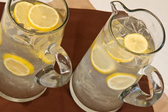 Baymont Inn & Suites Mattoon: Tasty beverages offered throughout the evening.