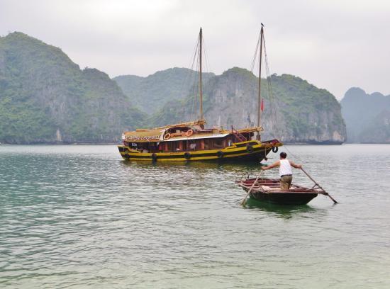 la jonque cat ba l gend photo de vietnam insolite voyage hano tripadvisor. Black Bedroom Furniture Sets. Home Design Ideas