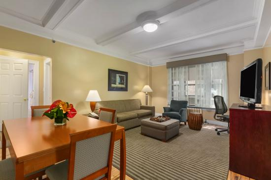 BEST WESTERN PLUS Hospitality House: Living Room All Apartments