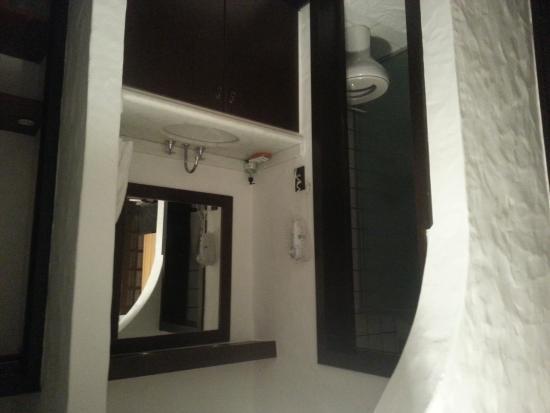 Pousada Casa Sin Nombre : Foto do lavado externo ao banheiro