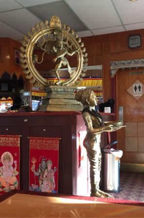 Yak and Yeti Restaurant: Entrance decor