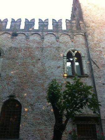 Castello Bevilacqua: castello outside2