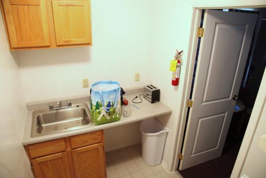 Countryside Inn: Kitchenette