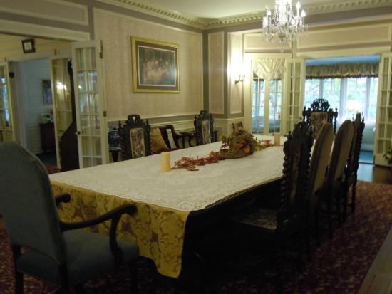 Cleftstone Manor: Dining room