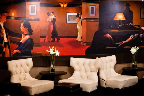 Blackwater Lounge: The Manhattan Room