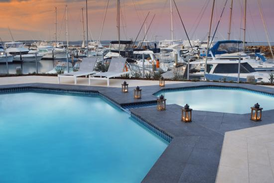 Anchorage Port Stephens : Pool area at twilight