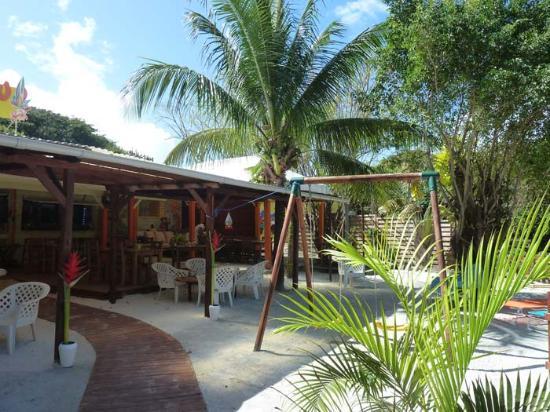 Le Paradisio: l'entrée, avec l'espace enfants