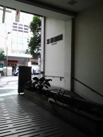 Hotel Sol Belo Horizonte: Entrada do hotel mostrando entrada de garagem