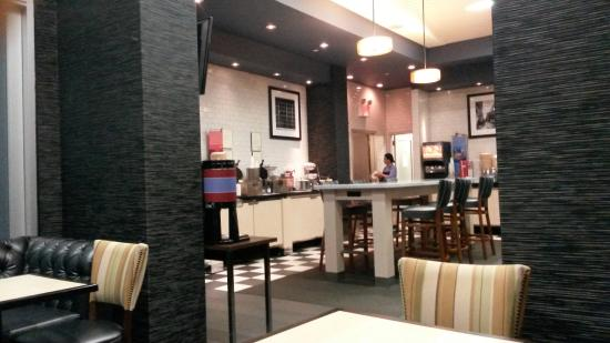 Hampton Inn Manhattan-SoHo: breakfast area