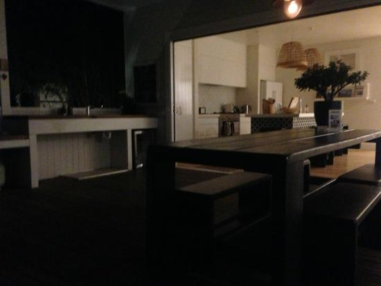 Atlantic Byron Bay: Looking into the kitchen area from the dining table