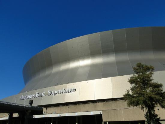 Superdome from champion square picture of mercedes benz for Hotels near mercedes benz superdome new orleans la