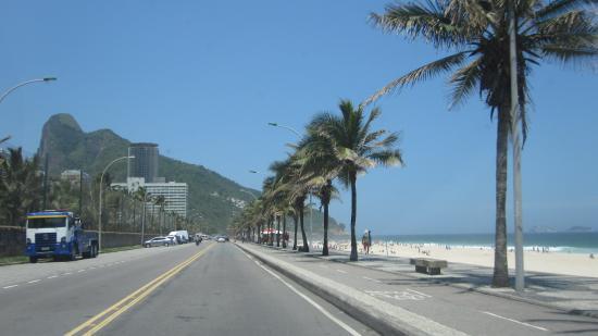 Sao Conrado Beach: Calçadão de Faixa de Areia