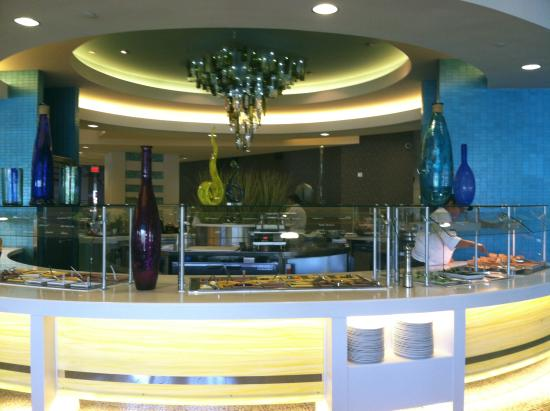Viejas Casino & Resort : Beautiful blown glass art is the decor