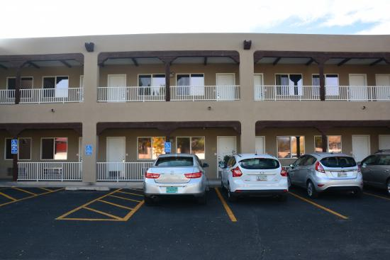 Econo Lodge Old Town: View of rooms from parking lot.