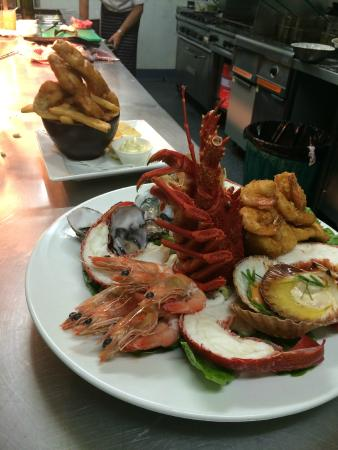 Pippies by the Bay: Crayfish Platter