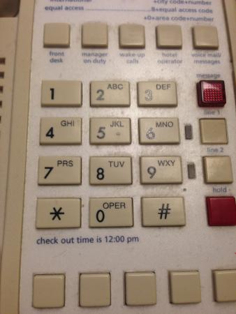 Hampton Inn Portsmouth Central : Grime on phone