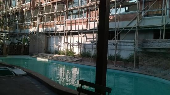 M.D. House: big pool is closed because of consteuction nearby