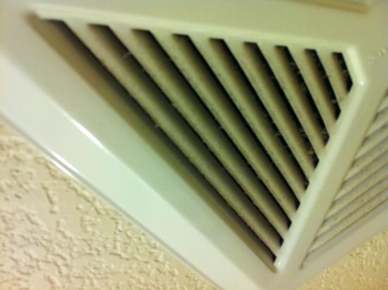 Comfort Suites Minot: Dirty Fan