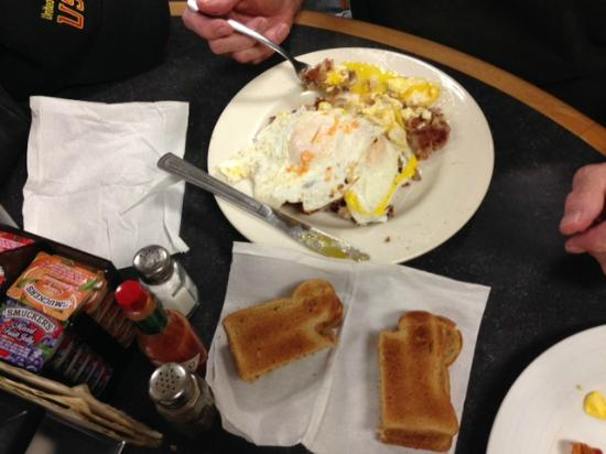 Franklin, ME: Eggs and bacon at Trading Post