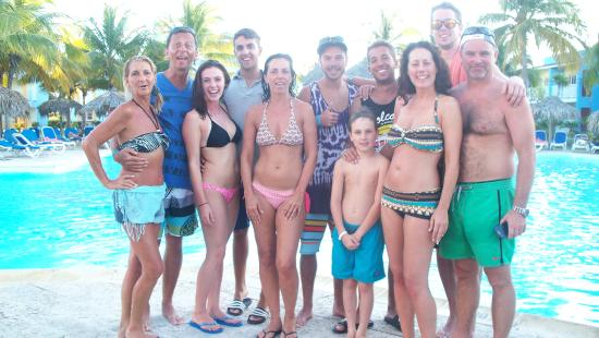 Groupe 2014 la famille piscine picture of hotel pelicano for Club piscine st jerome liquidation