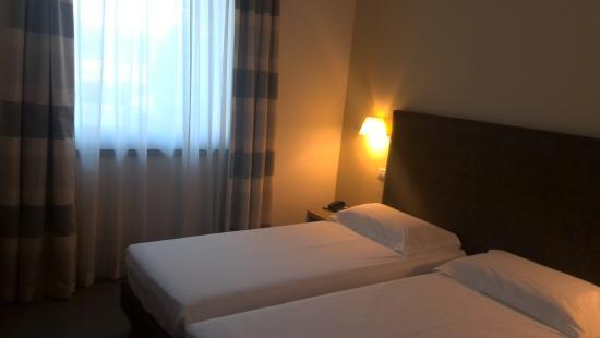 DB Hotel Verona Airport and Congress: ベットルーム
