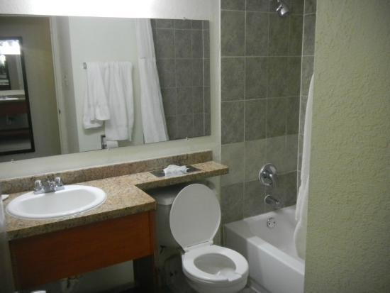 Ramada Hialeah/Miami Airport: banheiro
