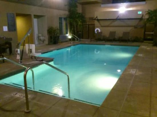Hyatt Place Riverside Downtown: Pool area on a quiet evening