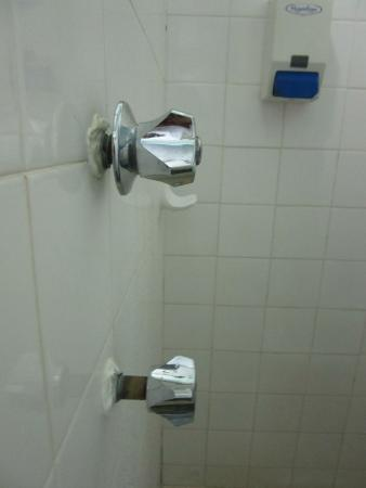 Buderim Motor Inn: Dodgy shower taps