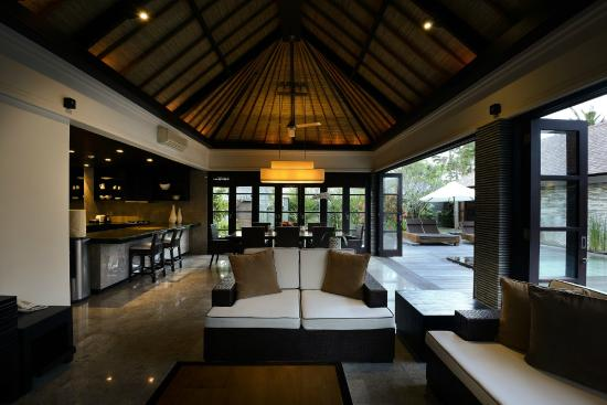 3 bedroom presidential villas - picture of peppers seminyak