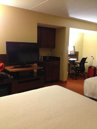 Fairfield Inn & Suites Winston-Salem Hanes Mall : Extra space for work