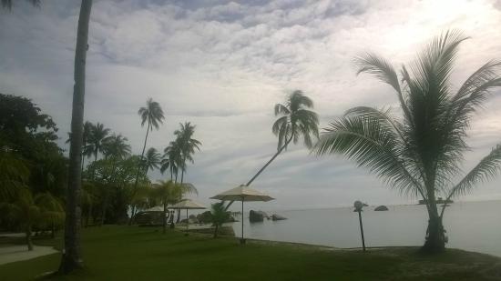 Bintan Cabana Beach Resort: Garden-Beach View