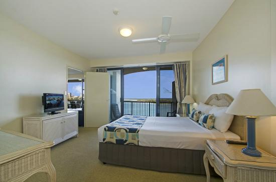 Windward Passage Holiday Apartments: Master bedroom with a view