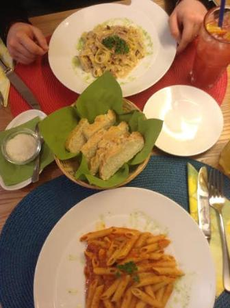 Ristorante Caravelle: Our dinners with homemade bread