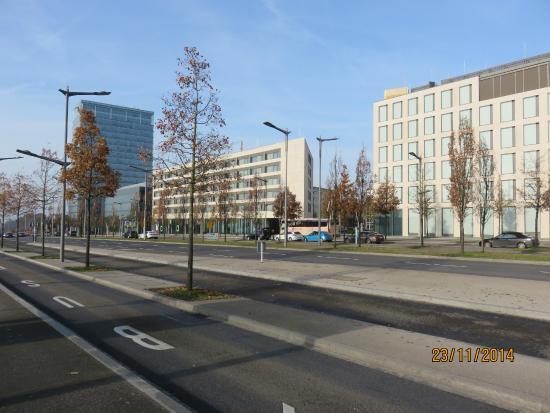 Novotel Suites Luxembourg : Hotellet til venstre
