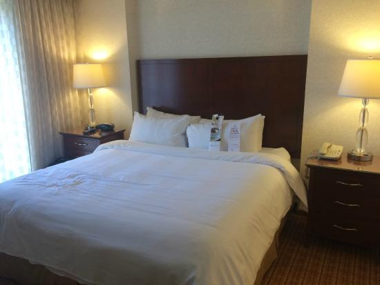 Atlanta Marriott Suites Midtown: queen size bed