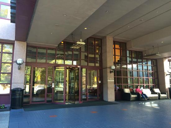 Atlanta Marriott Suites Midtown: frontage