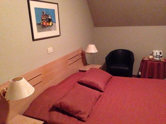 Azalea Hotel: room