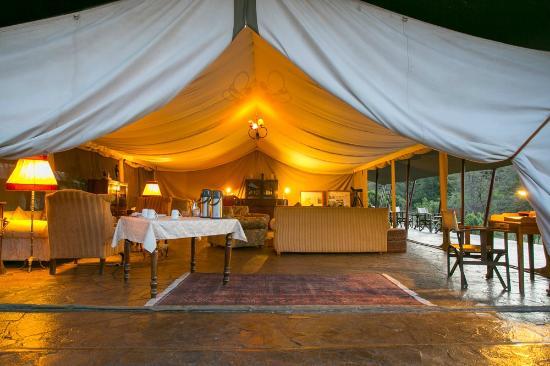 Entumoto Safari Camp: Lounge area