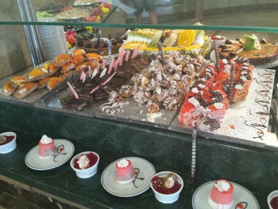 Titanic Resort & Aqua Park: Kuchen Buffet