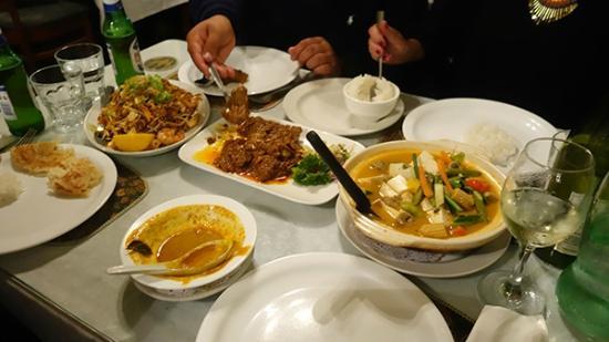 Sri Pinang: Tofu bowl, beef rendang, mee goreng