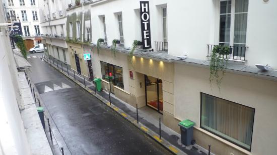 Hotel du Lion d'Or Louvre : HOTEL (vue de l'appartement)