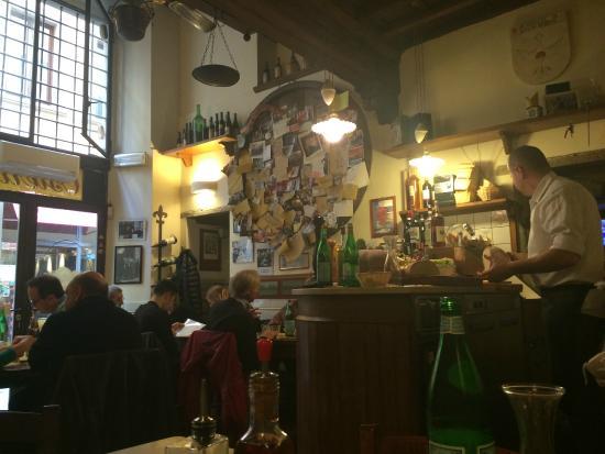 Vini e Vecchi Sapori : La sala