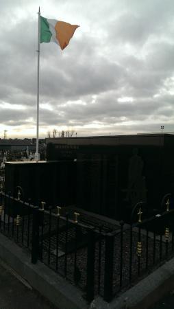 Milltown Cemetery: Milltown Cementery 2