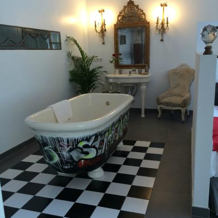 baignoire suite loft photo de l 39 ancienne laiterie cannes tripadvisor. Black Bedroom Furniture Sets. Home Design Ideas
