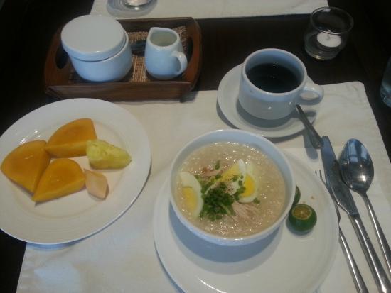 Pontefino Hotel & Residences: Breakfast set