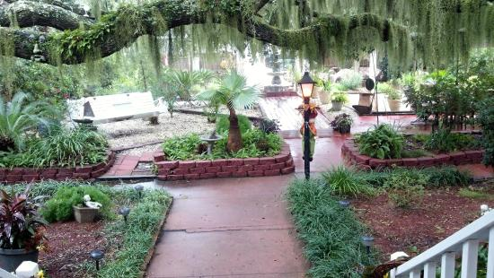 Tybee Island Inn : courtyard beauty