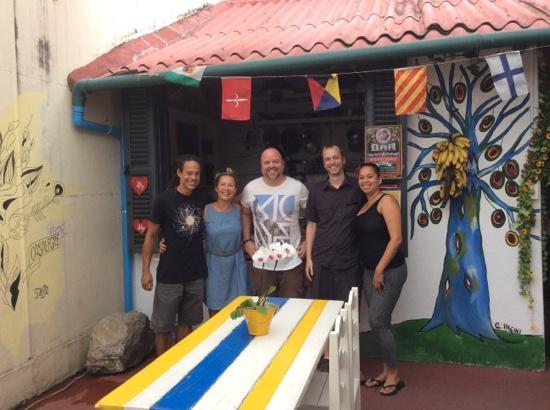 Casalegre Art Vila B&B - Santa Teresa: Casalegre staff and happy travellers!