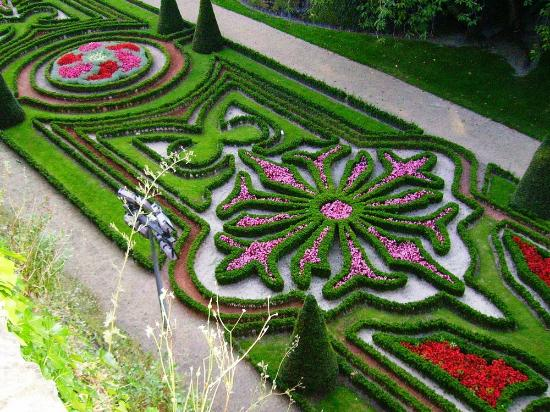 Les jardins dans les douves du ch teau d 39 angers photo de for Jardin 0 la francaise