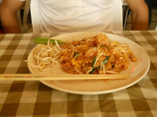 Chart Guesthouse & Restaurant: Shrimp pad thai