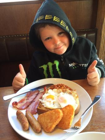 Brazz Steakhouse & Bar: Awesome big breakfast. Great value